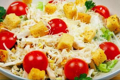 Самый вкусный салат — «Цезарь» с курицей. Фото: babyblog.ru/user/kolu4cka