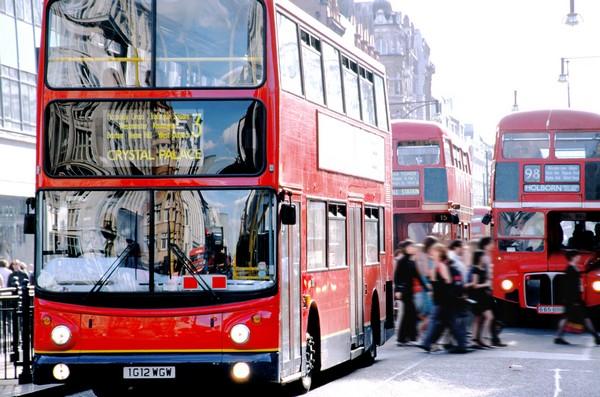 Знакомиться с самым красивым городом в мире лучше всего с высоты знаменитого автобуса.