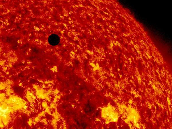 Фотографии космоса. Прохождение Венеры по диску Солнца.