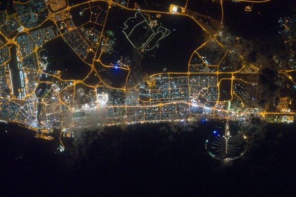 Фотографии космоса. Ночной Дубай.