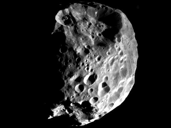 Фотографии космоса. Облик Фебы — дальнего спутника Сатурна.