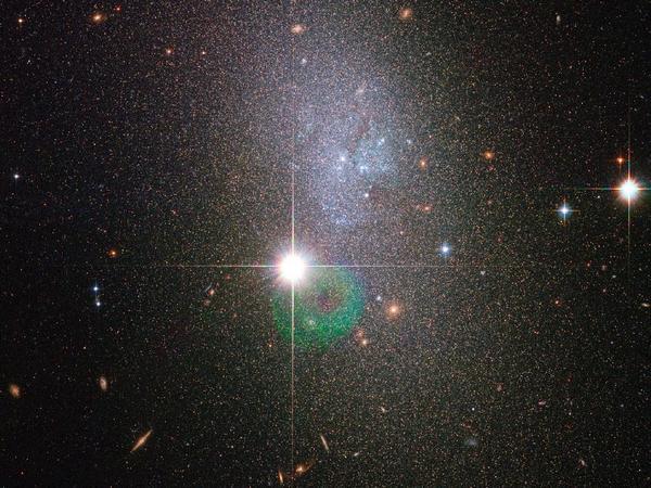 Фотографии космоса. Карликовая галактика DDO 82. Фото: ESA/NASA