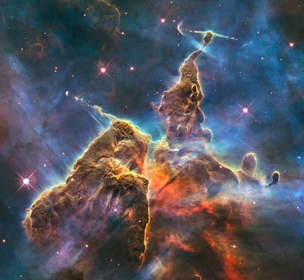 Фотографии космоса: «Мистические горы» в туманности Киля состоят из пыли и газа. Фото: ESA/Hubble