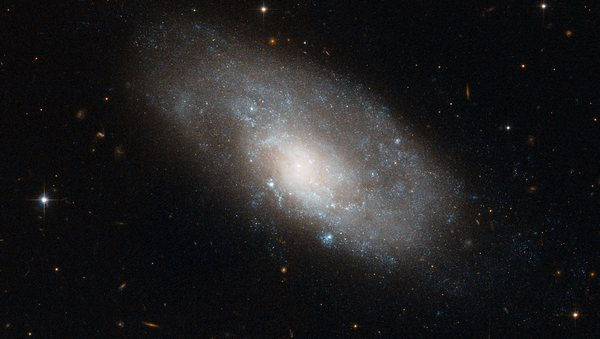 Фотографии космоса. Спиральная галактика в созвездии Гидры.