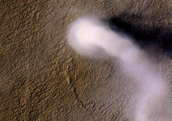 Фотографии космоса. Пылевой марсианский вихрь.