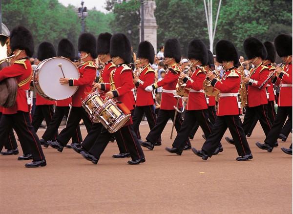 Самый красивый город в мире: торжественная церемония смены караула у королевского дворца.