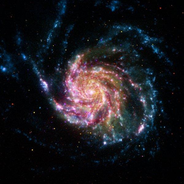 Фотографии космоса. Галактика «Вертушка» в цвете.