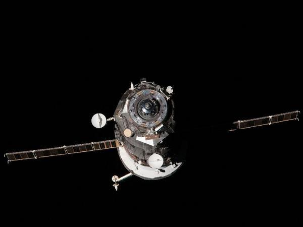 Фотографии космоса. Отстыковка корабля «Прогресс М—14М» от МКС.