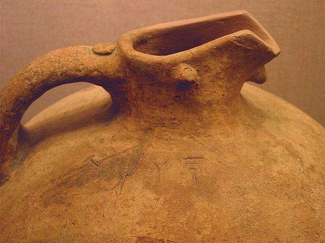 Ваза с надписью линейным письмом А. Фото: en.wikipedia.org
