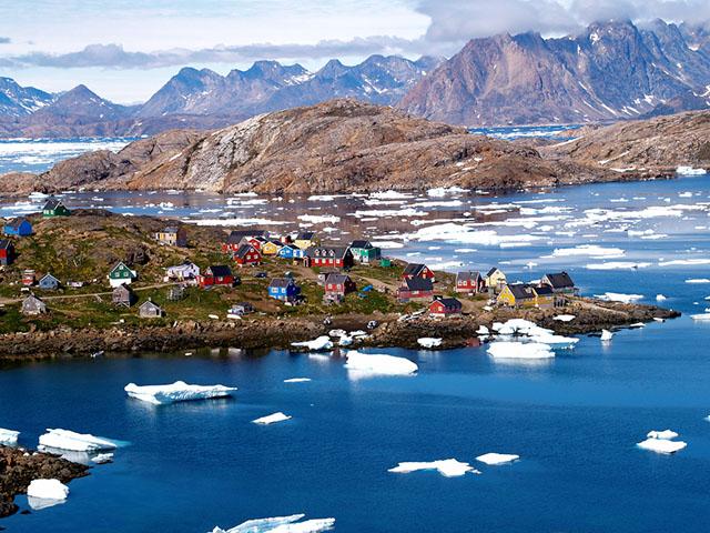 Крохотный посёлок на самом большом острове в мире.