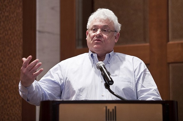 Артур Каплан, профессор, глава Отдела биоэтики в Медицинском центре Langone при Университете Нью-Йорка (NYU Langone Medical Center) рассказывает о проблеме торговли органов и незаконной трансплантации в отеле UN Plaza в Нью-Йорке, 14 февраля 2013 г.