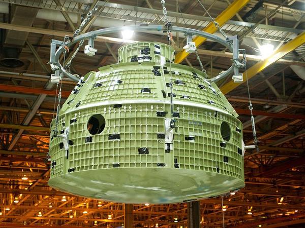 Фотографии космоса. «Орион» готовится к тестовому полёту. Фото: NASA/Eric Bordelon