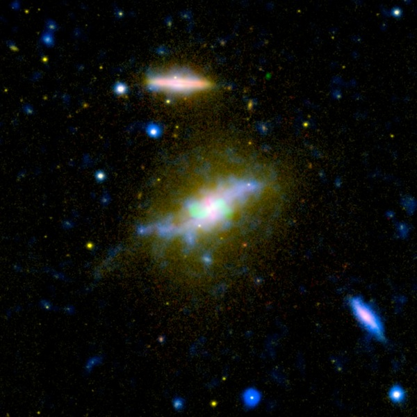 Фотографии космоса. Завершение процесса формирования звёзд в галактике NGC 3801.