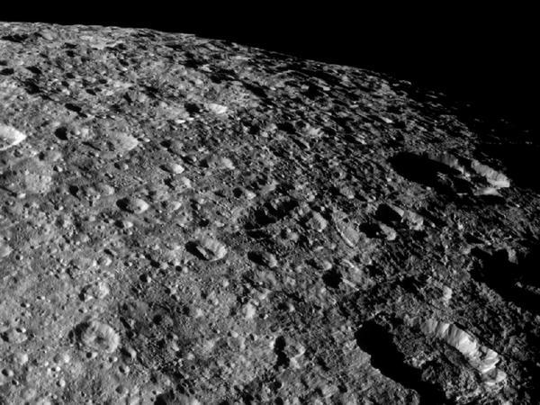 Фотографии космоса. Рея — спутник Сатурна.