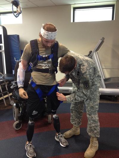 Необычные люди: выжить американскому солдату Тэйлору удалось благодаря любви