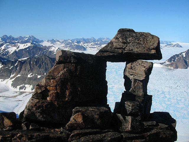 Удивительные природные композиции самого большого острова в мире.
