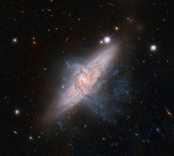 Фотографии космоса. Галактическое выравнивание. Фото: nasa.gov