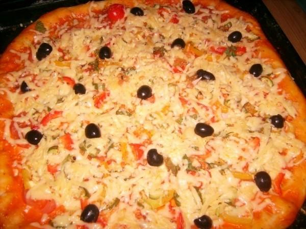 домашняя пицца с ветчиной