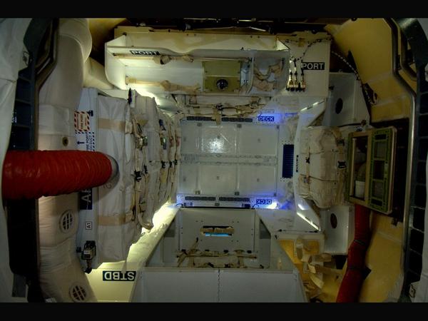 Фотографии космоса. SpaceX Dragon изнутри.