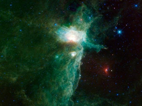 Фотографии космоса. Туманность Пламя. Фото: NASA/JPL-Caltech