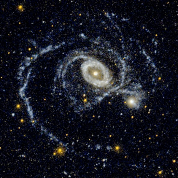 Фотографии космоса. Танец галактик.