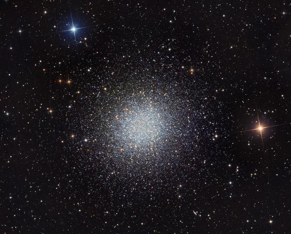 Фотографии космоса. M13 — шаровое скопление в созвездии Геркулеса. Фото: Martin Pugh/martinpughastrophotography.id.au