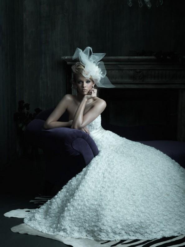 Бренд Allure Bridals тоже имеет в своей коллекции прекрасные свадебные платья. Фото: fashionbride.wordpress.com