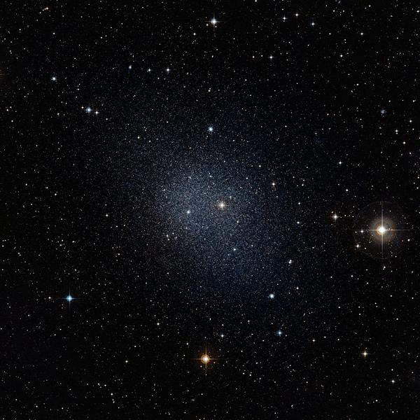 Фотографии космоса. Карликовая галактика в созвездии Печь — спутник Млечного Пути.