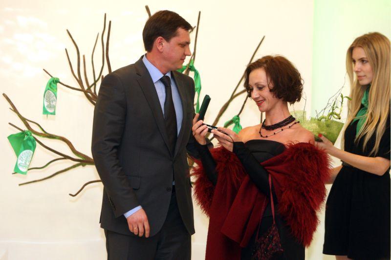 """Награда за помощь онкобольным детям """"Древо Жизни"""". Фото предоставлены Риммой Зюбиной"""