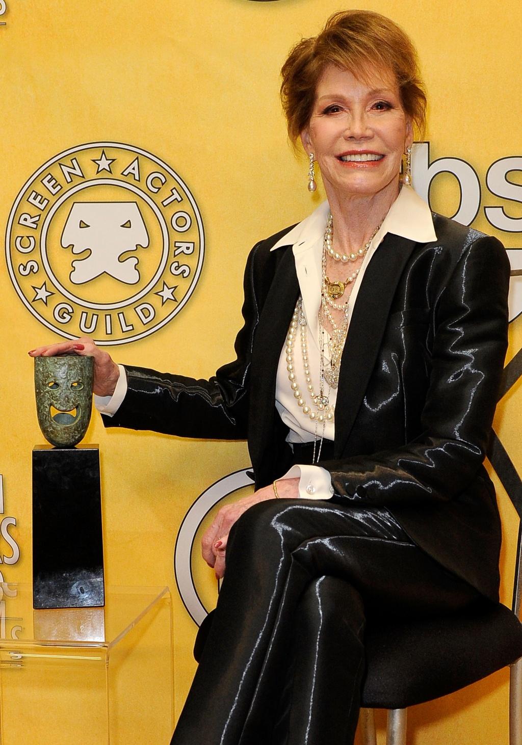 Почётной наградой за достижения на протяжении всей актёрской карьеры была награждена Мэри Тайлер Мур