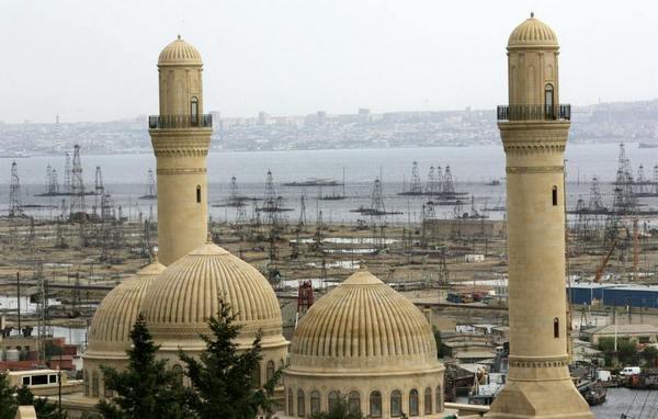 Нефтяные скважины в окрестностях Баку. Фото: MLADEN ANTONOV/AFP/Getty Images