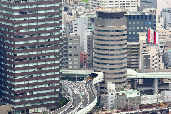 Туннель сквозь башню «Gate Tower», Осака, Япония. Фото: muza-chan.net