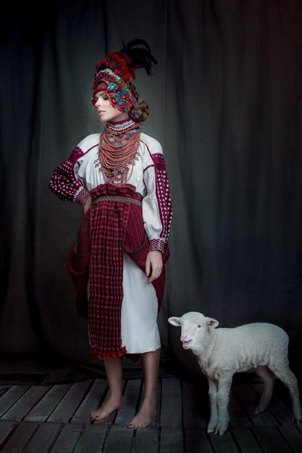 Выставка: знаменитые украинские красавицы в колоритных традиционных костюмах