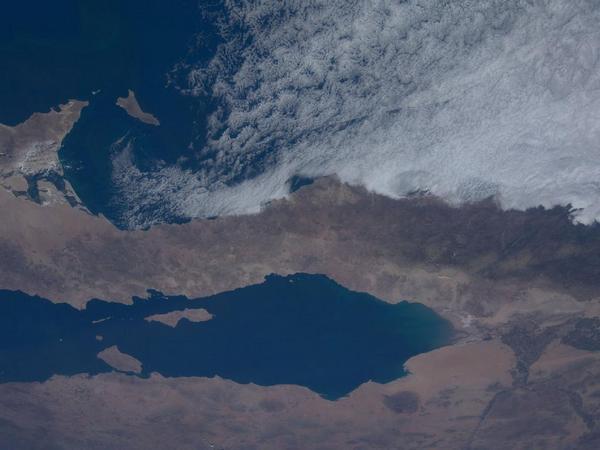 Фотографии космоса. «Барашки» облаков у побережья Калифорнии.