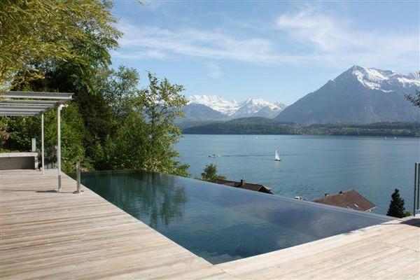 С окон самого дорогого дома в мире открывается чудесная панорама на Цугское озеро.