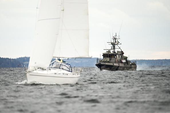 Шведські військові судна патрулюють
